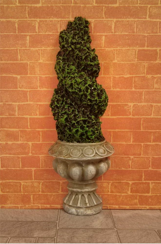 Flat-backed Topiary Twist