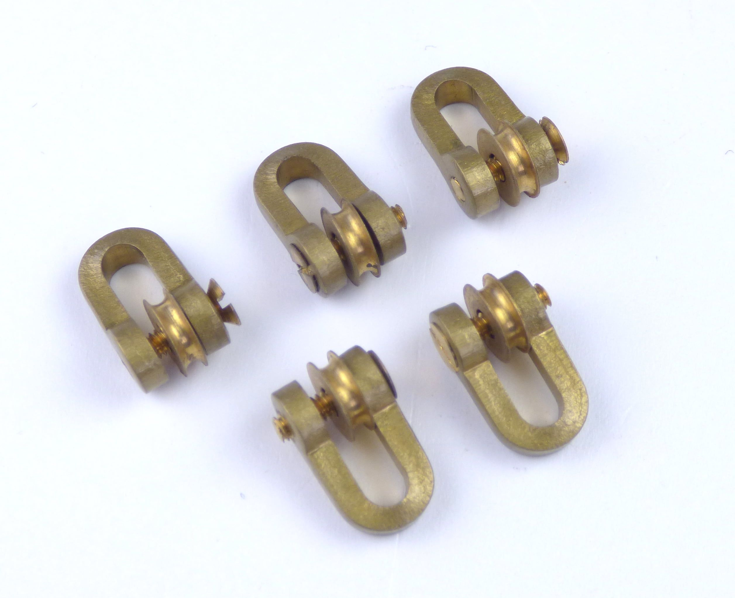 Aero Naut Brass Shackles With Roller
