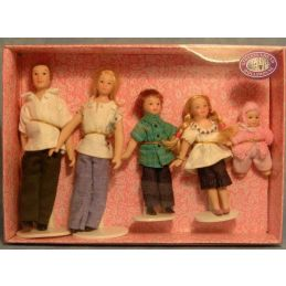 Poseable 5 Piece Casual Family
