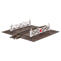 OO Gauge Peco Curved (No.2 Rad.) Level Crossing complete with 2 ramps & 4 gates