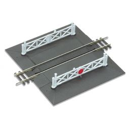 OO Gauge Peco Straight Level Crossing complete with 2 ramps & 4 gates